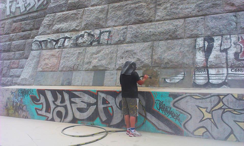 Odstránenie grafitov