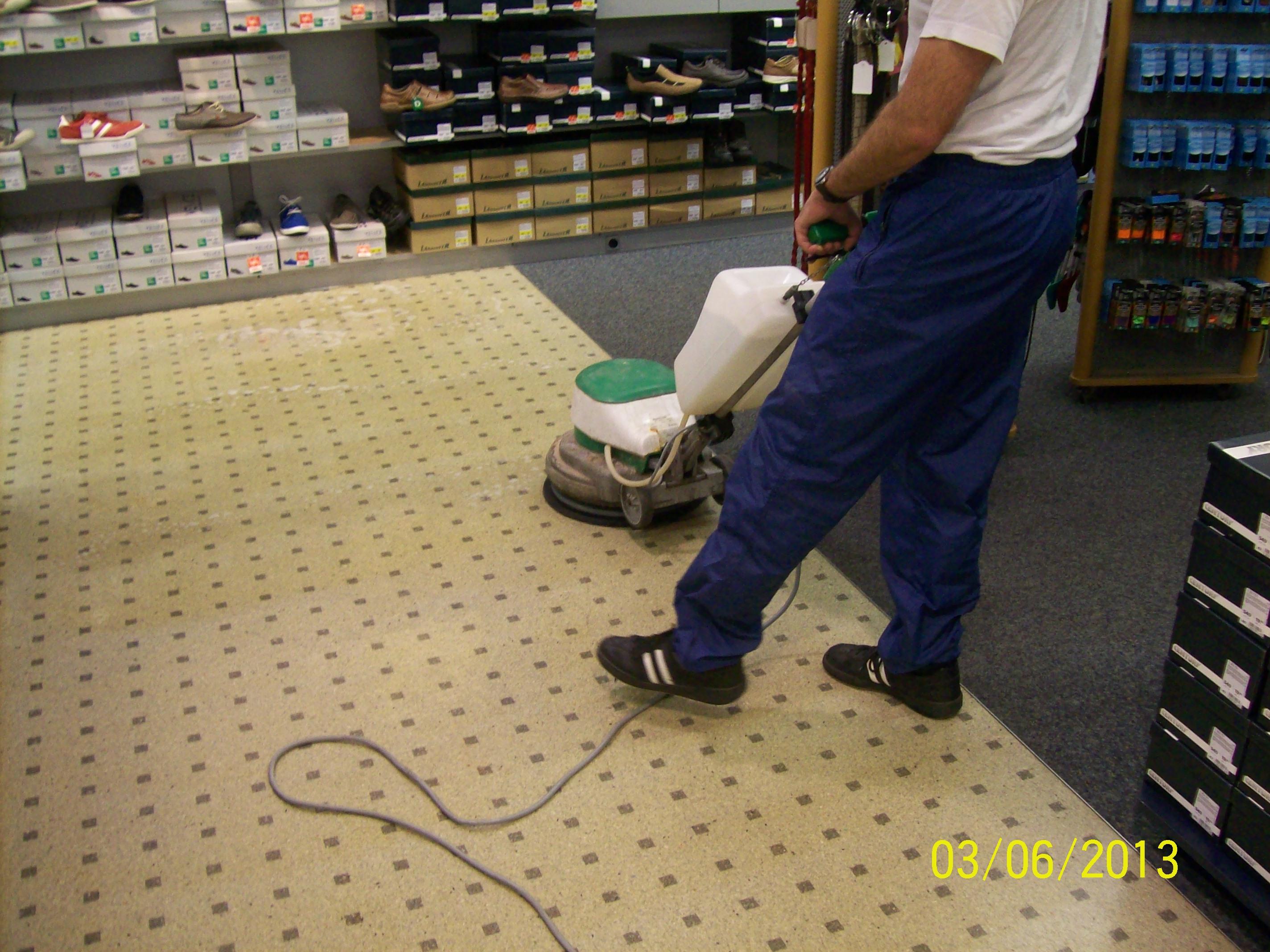 Strojové čistenie a voskovanie podláh Prievidza
